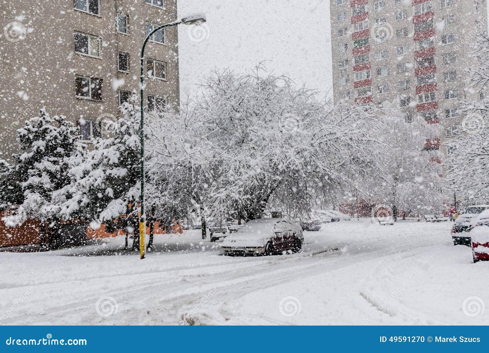 Schneeunglück in Bratislava Slowakei, enormer Schnee blättert ab 30. Januar 2015