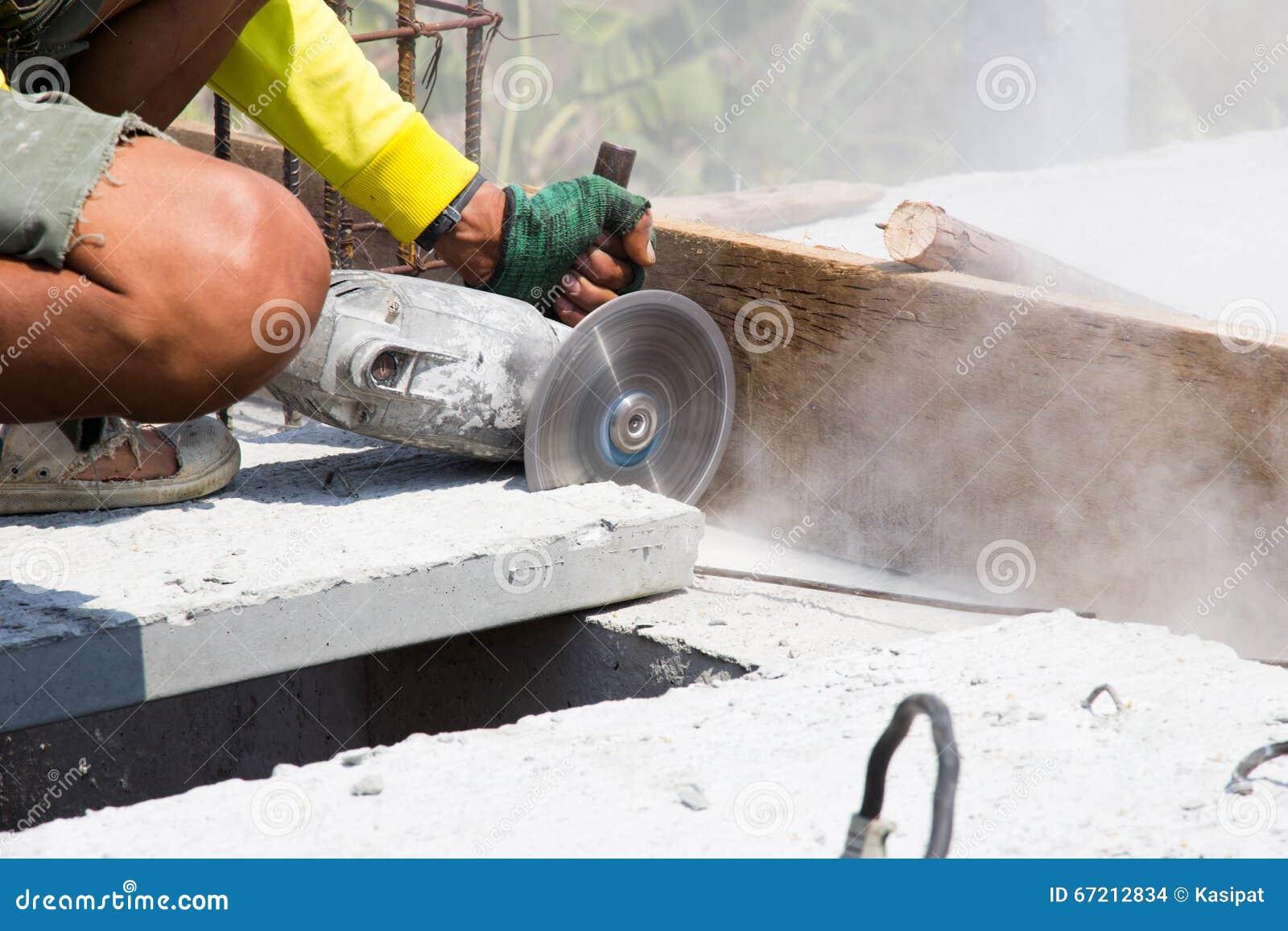 schneiden sie betonplatte stockfoto. bild von erbauer - 67212834