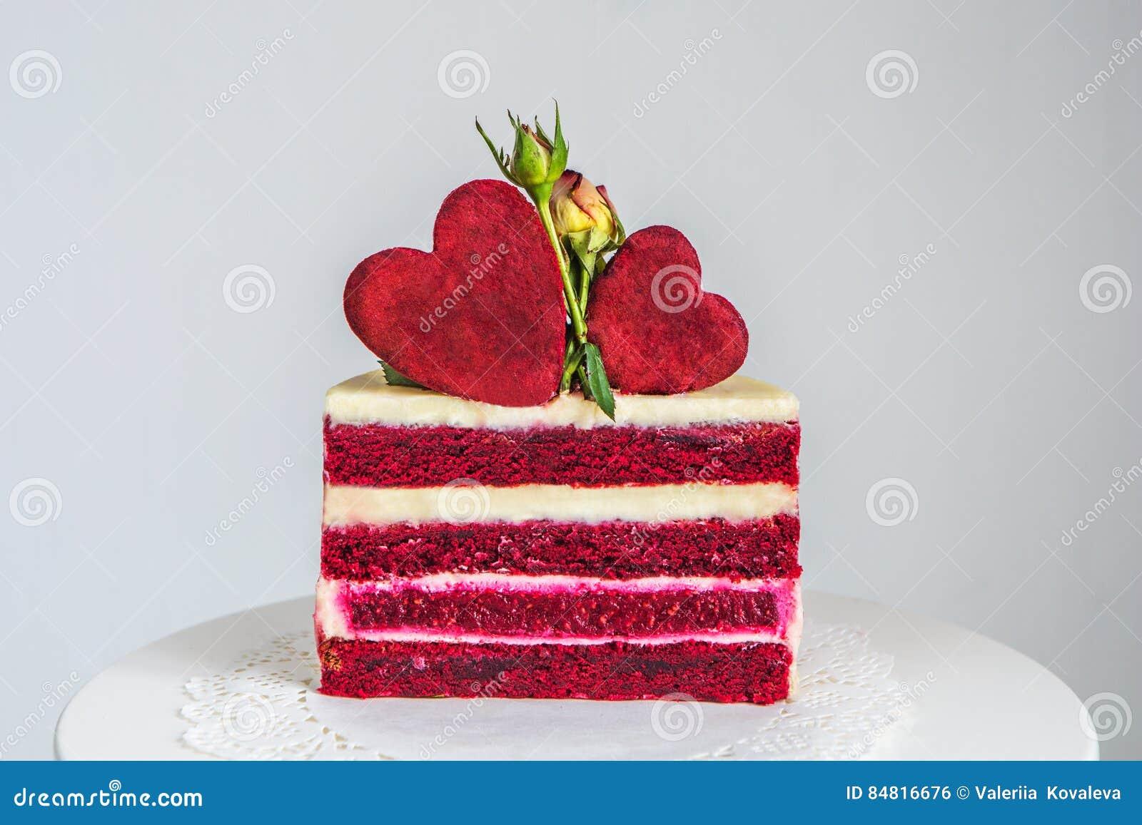 Schneiden Sie Einen Kleinen Rot Und Weissen Kuchen Verziert Mit