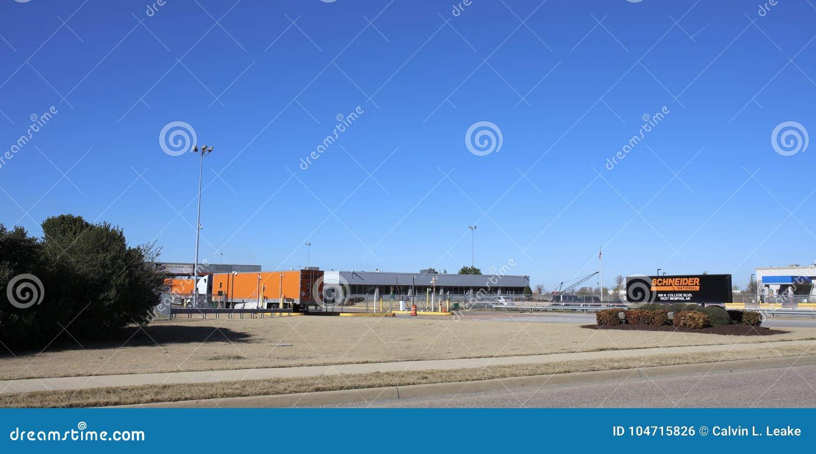 Schneider перевозя на грузовиках, западный Мемфис, Арканзас