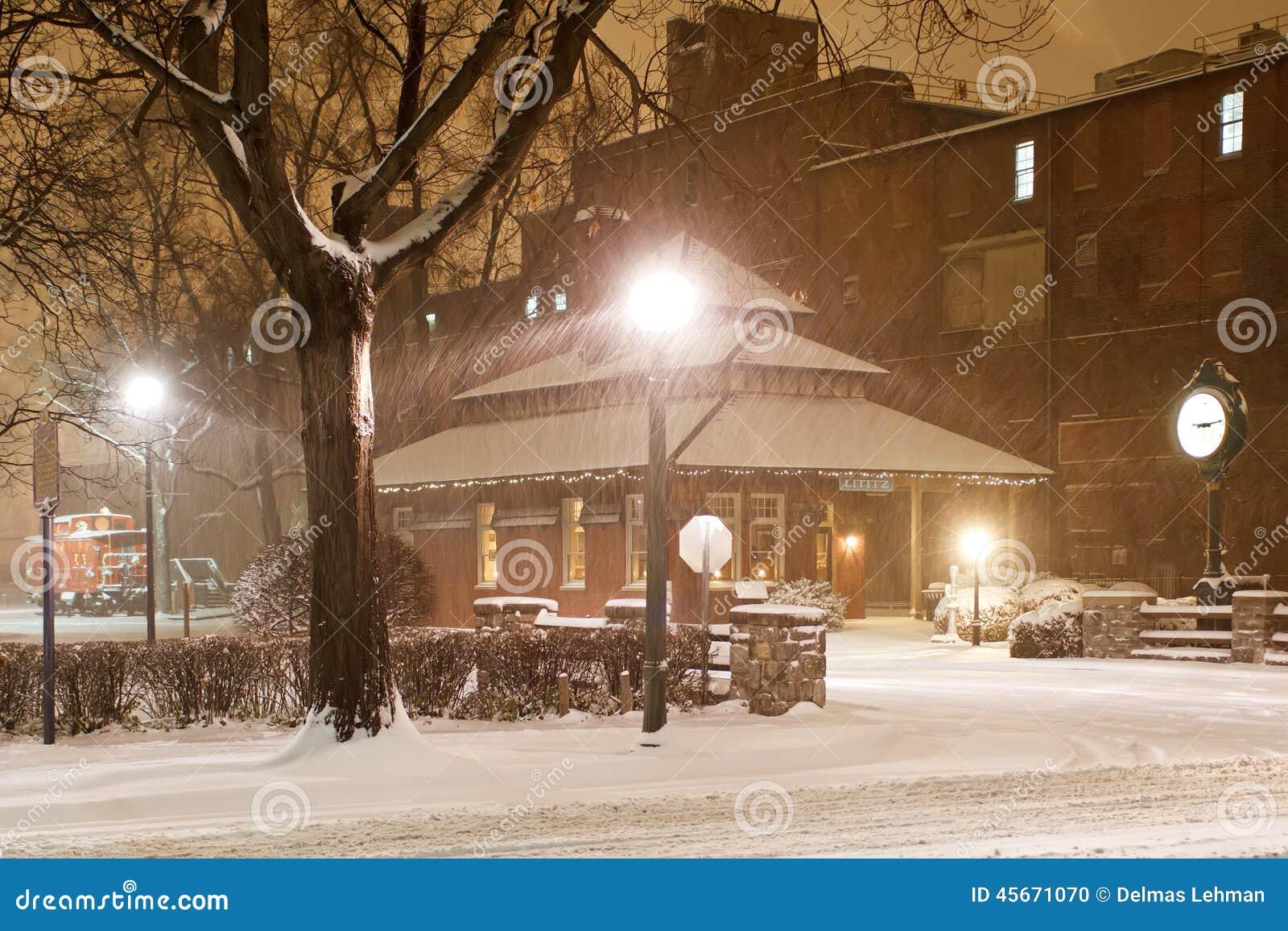 Schneien am alten Bahnhof