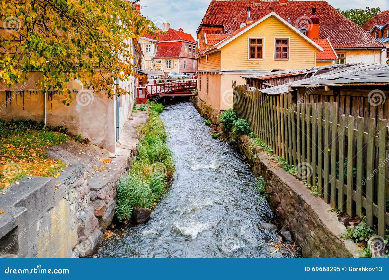 schneller bach in der mittelalterlichen stadt europa stockfoto bild 69668295. Black Bedroom Furniture Sets. Home Design Ideas
