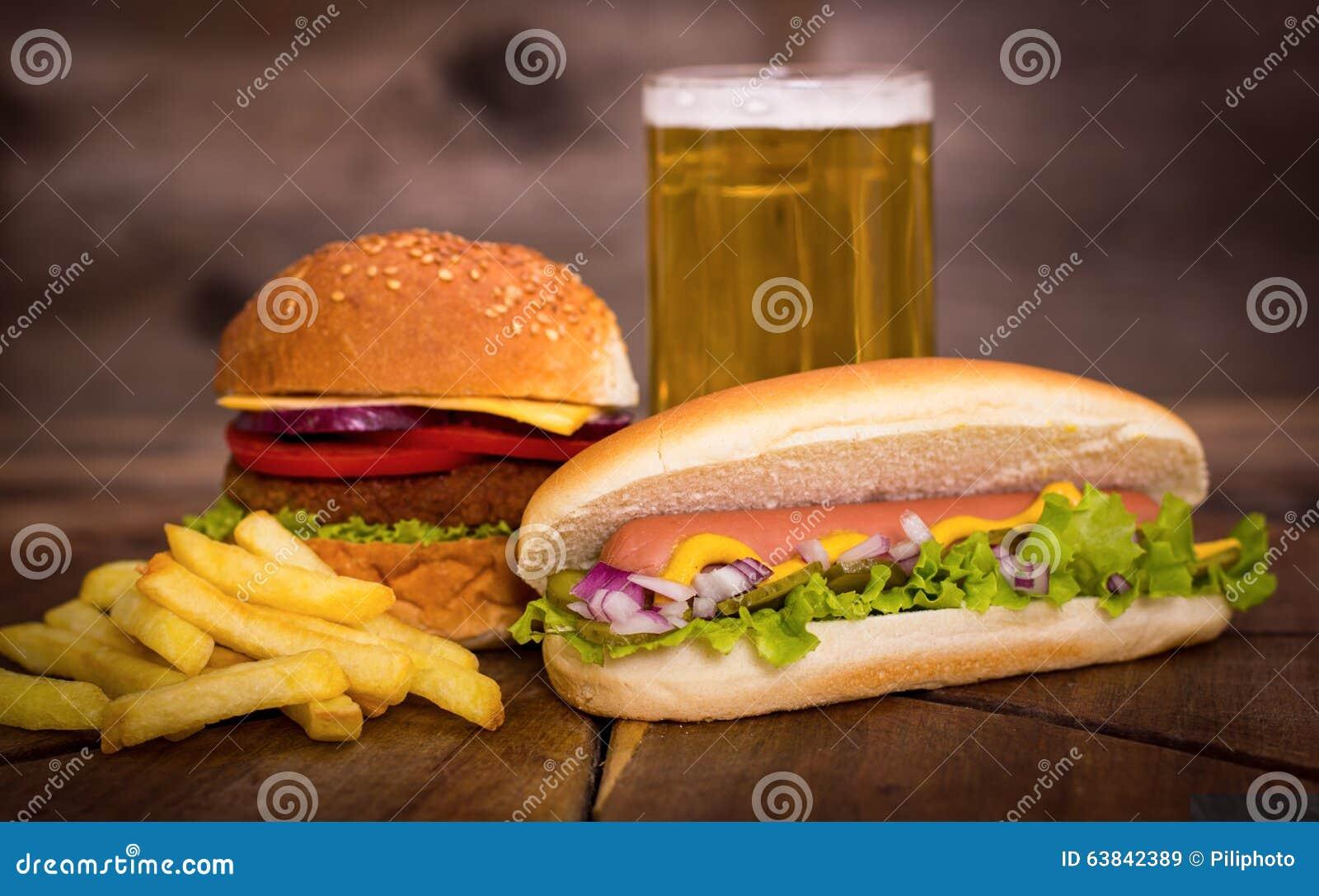 Schnellimbiß - Hotdoge, Hamburger und Pommes-Frites