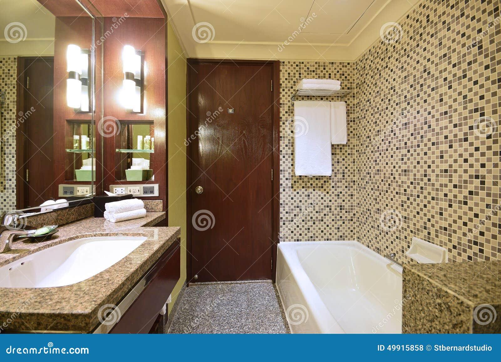 schönes badezimmer eines luxushotels stockfoto - bild: 49915858