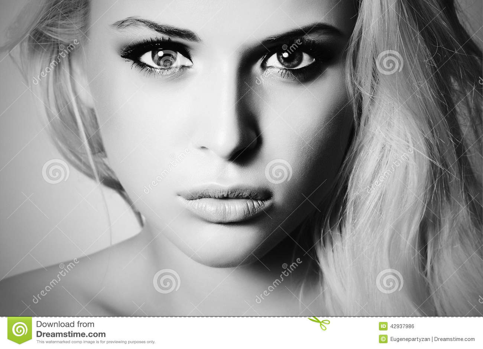 stockfoto schnes gesicht jungen frau blondes mdchen nahaufnahme jugend hautpflege konzept image