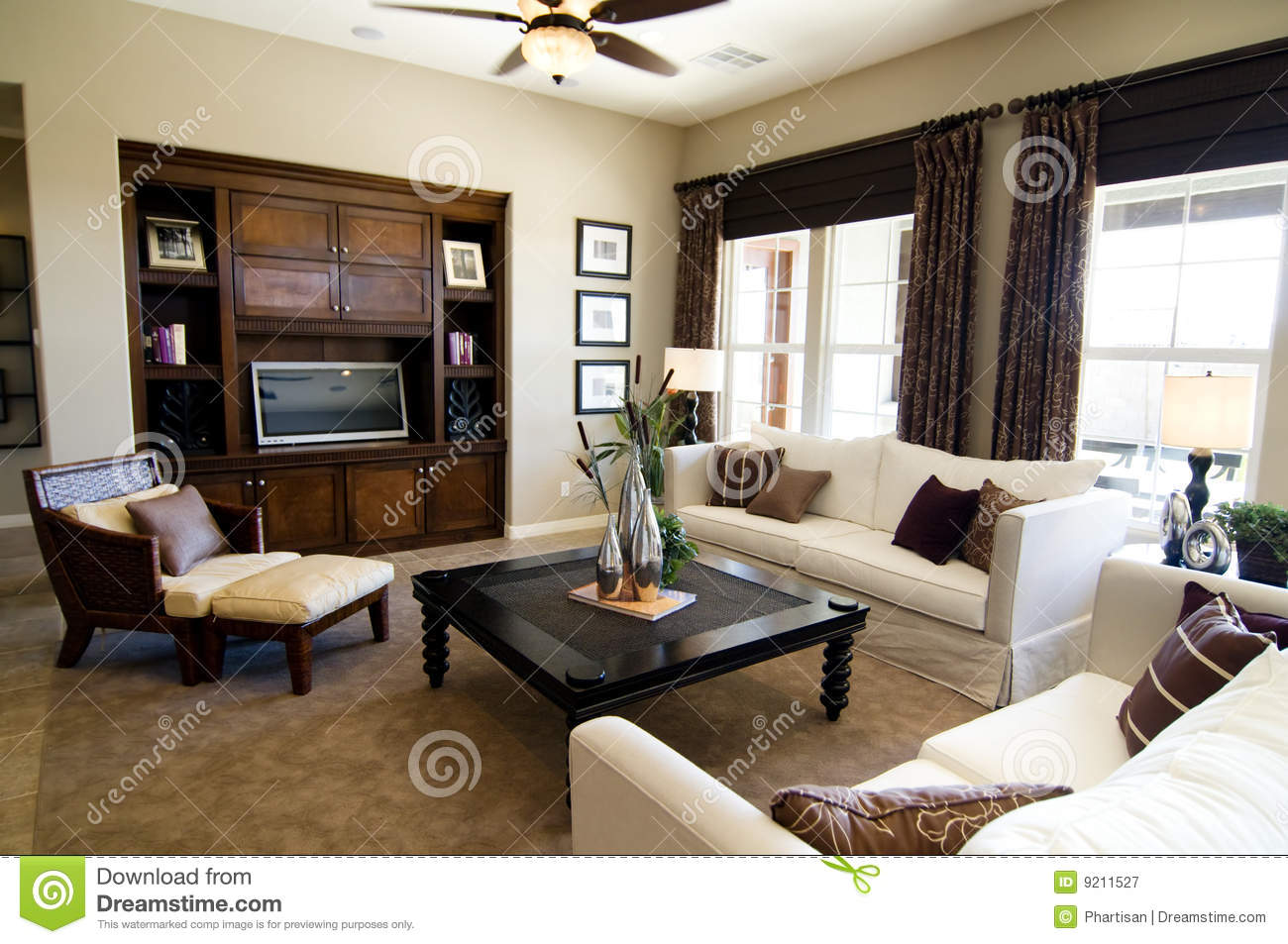 sch nes gro es wohnzimmer lizenzfreie stockfotografie. Black Bedroom Furniture Sets. Home Design Ideas