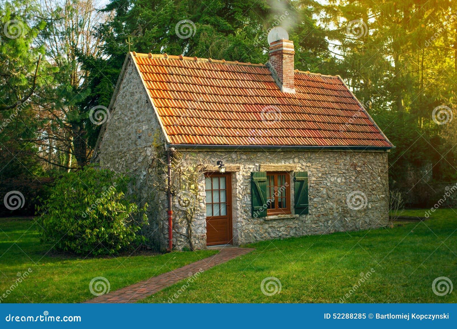 English Garden Shed Designs.Schnes Kleines Haus Stockfoto Bild ...