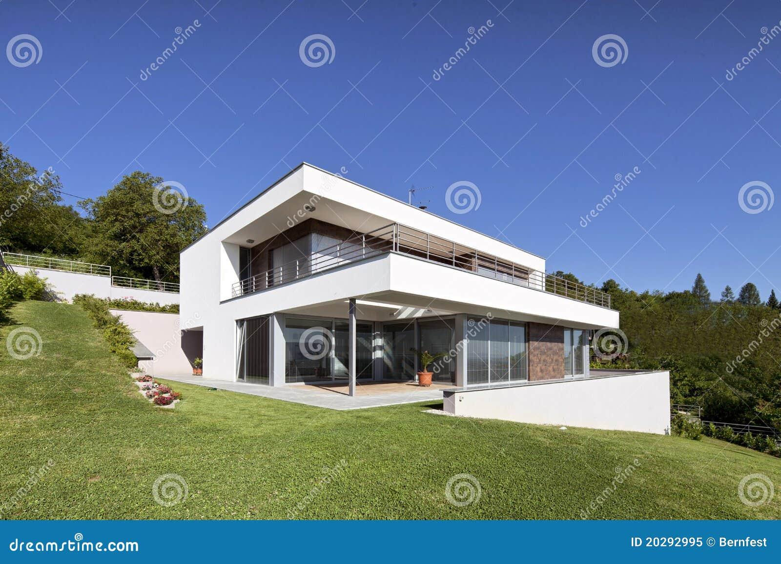 Sch nes modernes haus lizenzfreies stockfoto bild 20292995 for Modernes haus