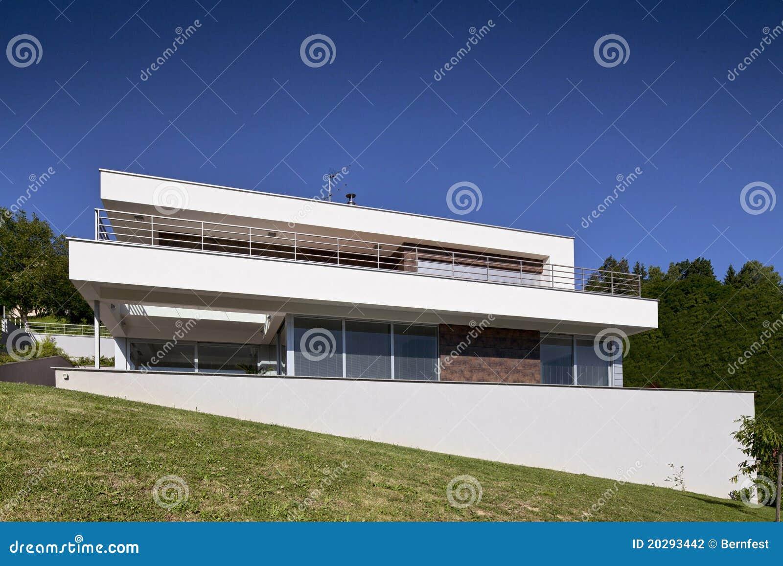 sch nes modernes haus stockfotografie bild 20293442. Black Bedroom Furniture Sets. Home Design Ideas