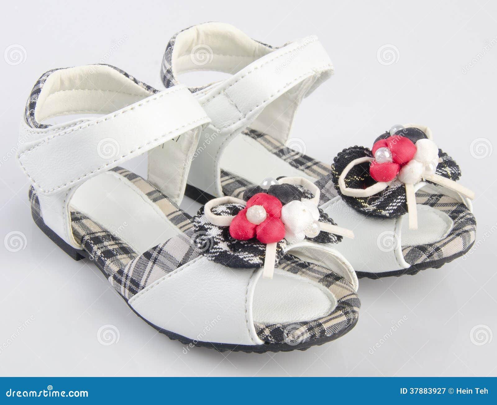 Schoenen, jong geitjeschoenen op achtergrond