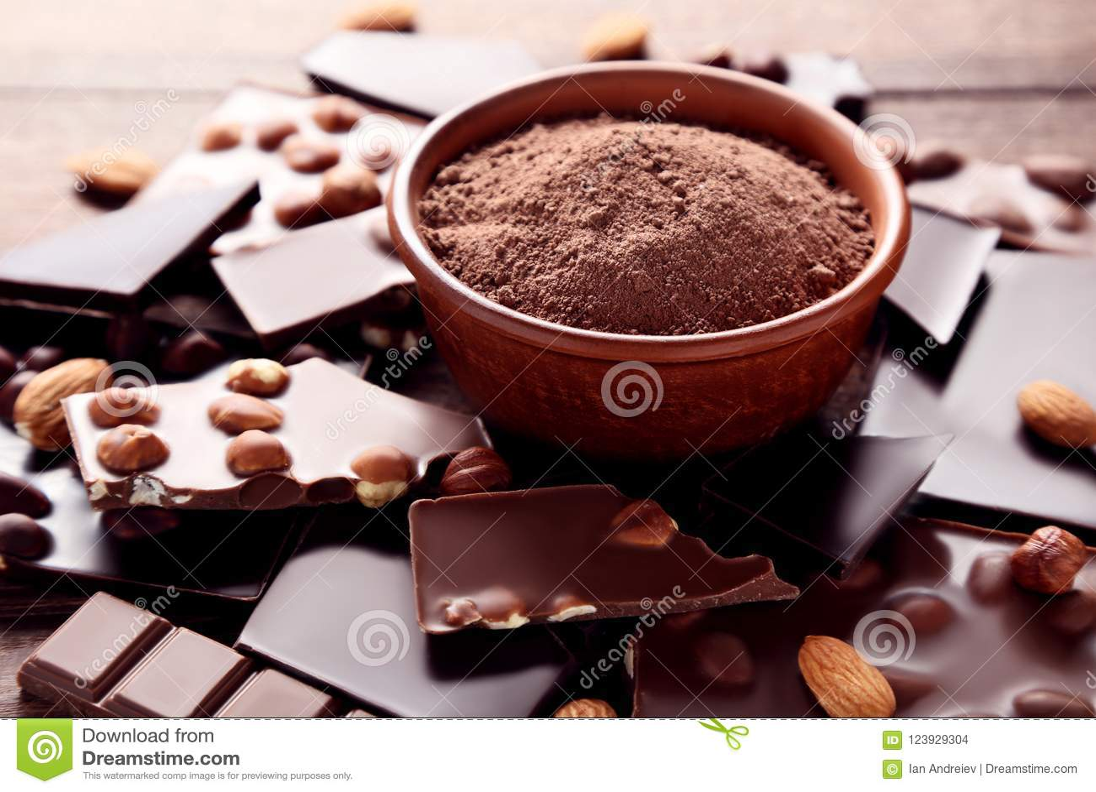 Schokolade mit Kakaopulver