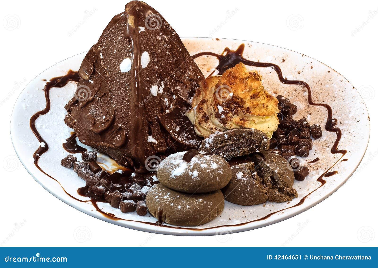 Schokoladen-Eiscreme im Plattenisolat auf Weiß