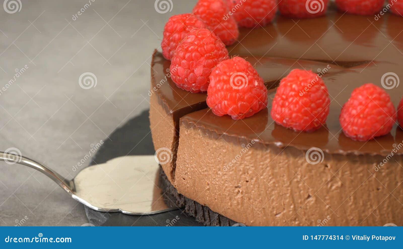 Schokoladenk?sekuchen mit Himbeeren