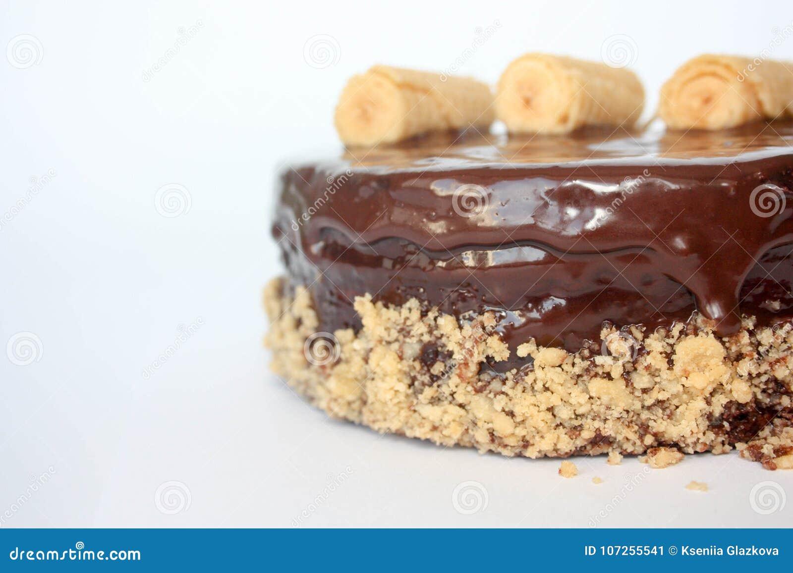 Schokoladenkuchen mit dem Hängen auf die Oberseite