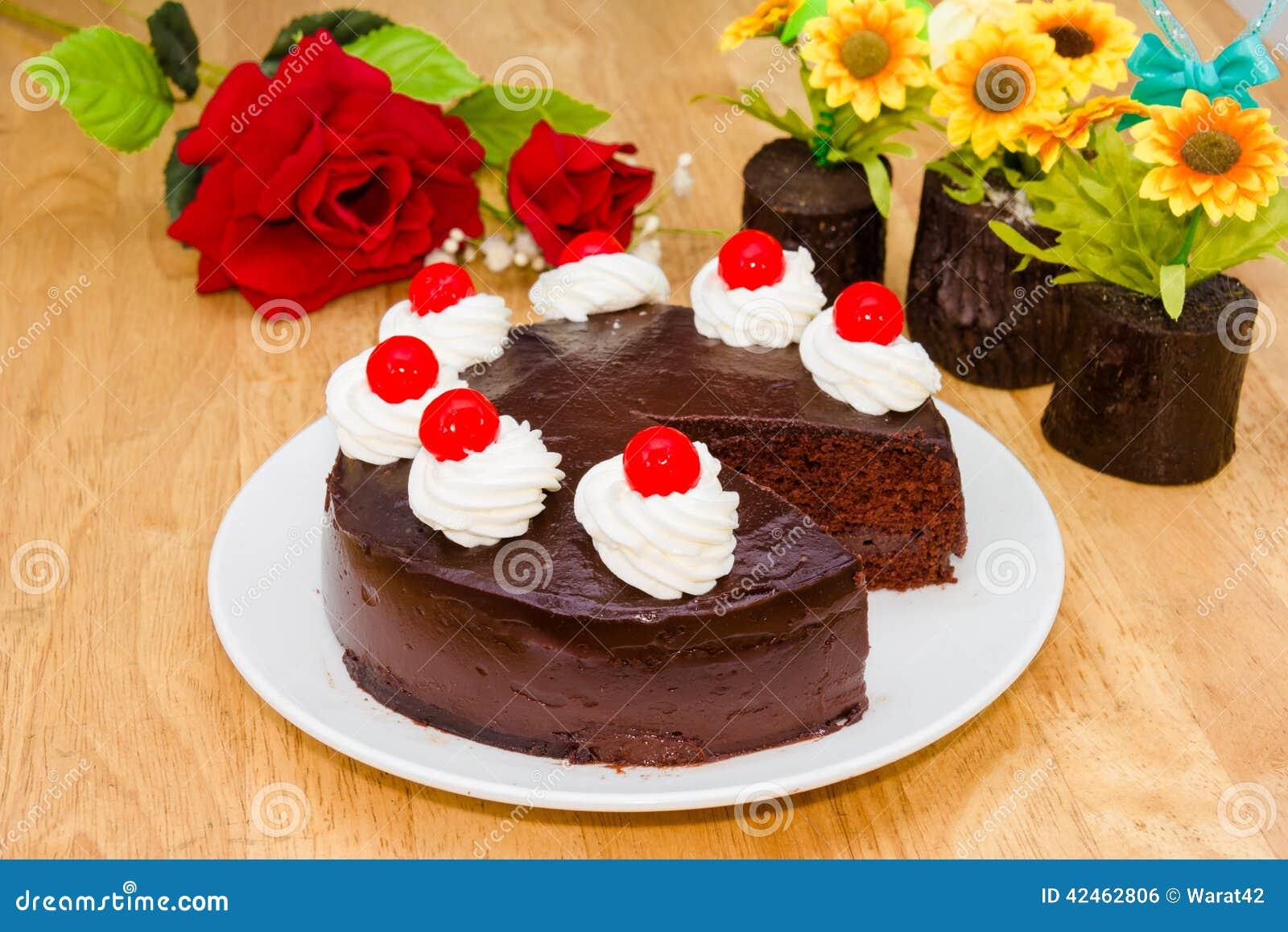 Schokoladenkuchen mit rotem Gelee