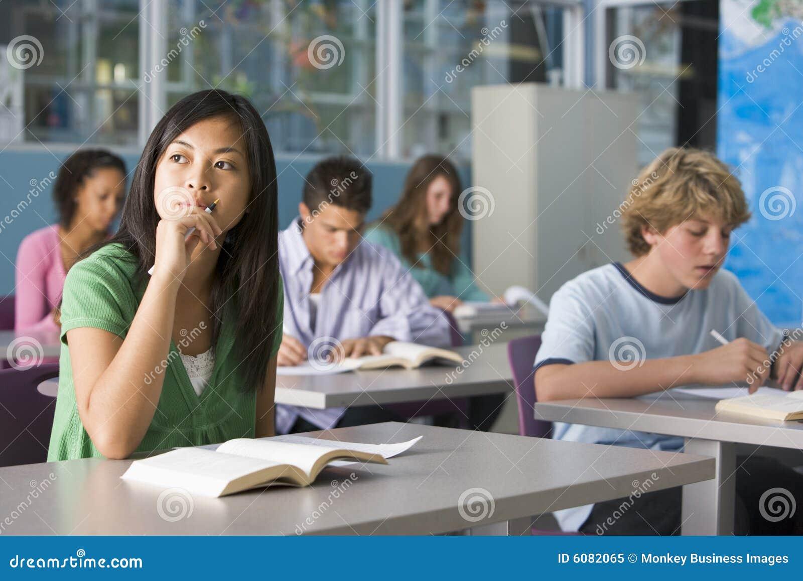Фото девушек на уроке в школе 21 фотография