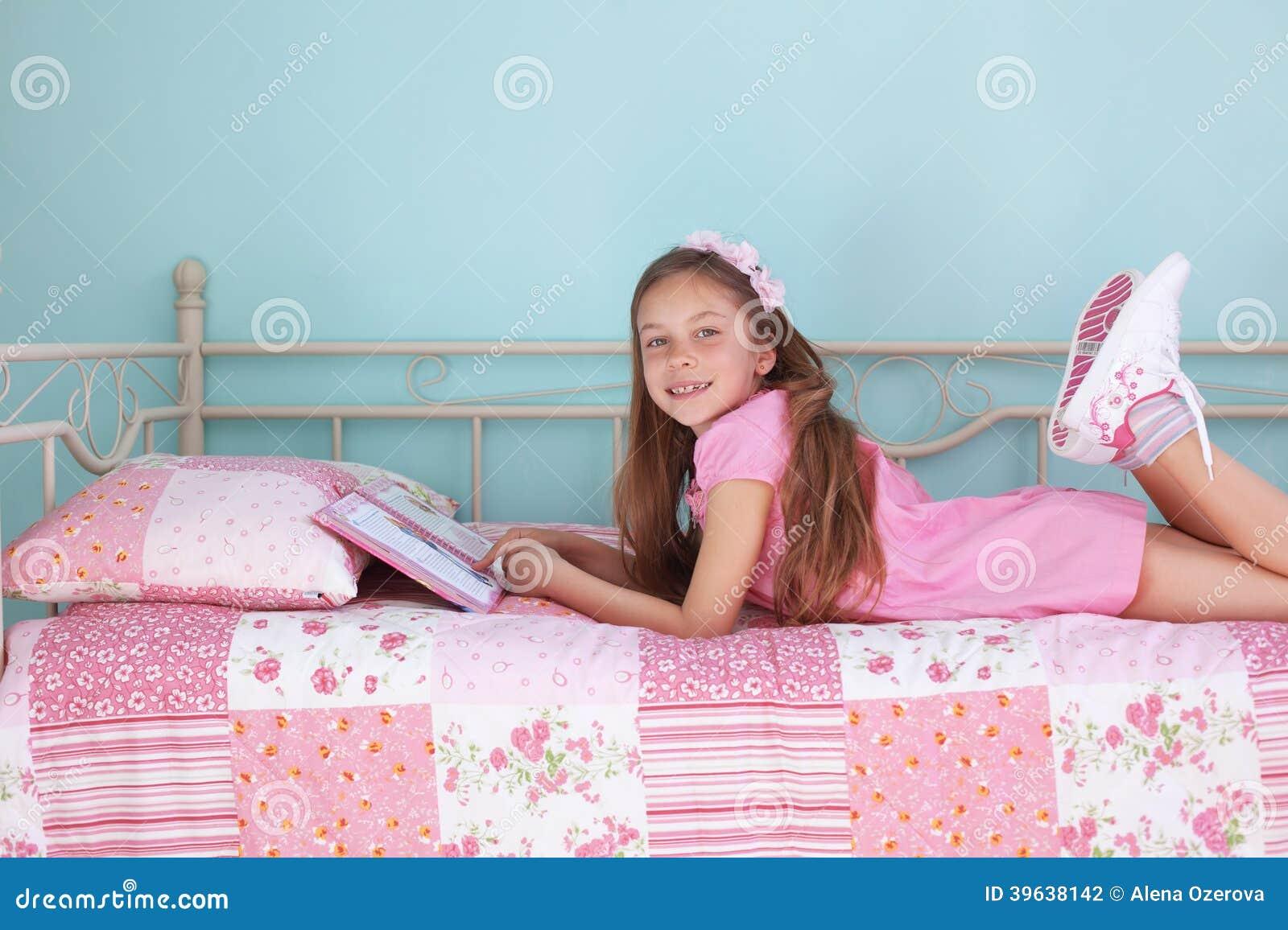 School Girl Reading Stock Photo - Image: 39638142