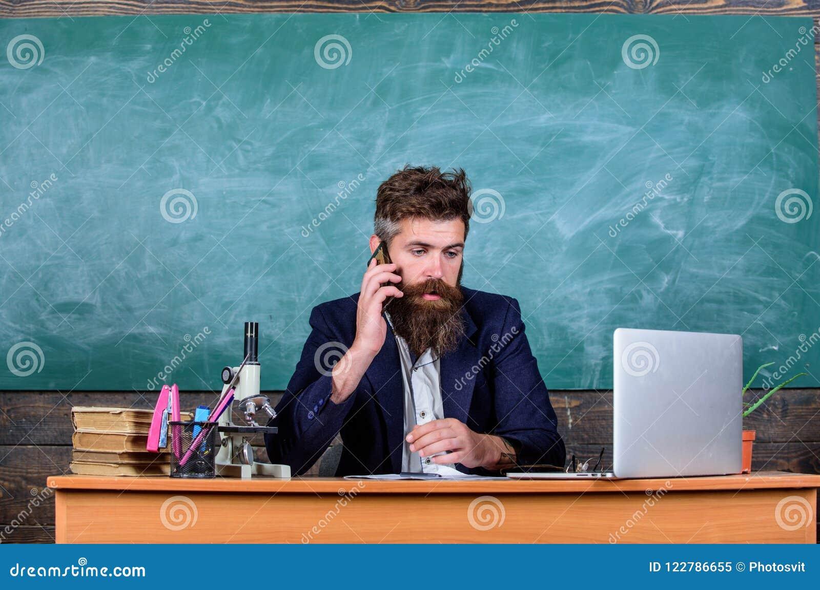 principal circa scuola leraar rapporteren roepen schoolleraar schoolhoofd ouders zorgen communicatie om te genitori insegnante maestro chiama risulta esame cure