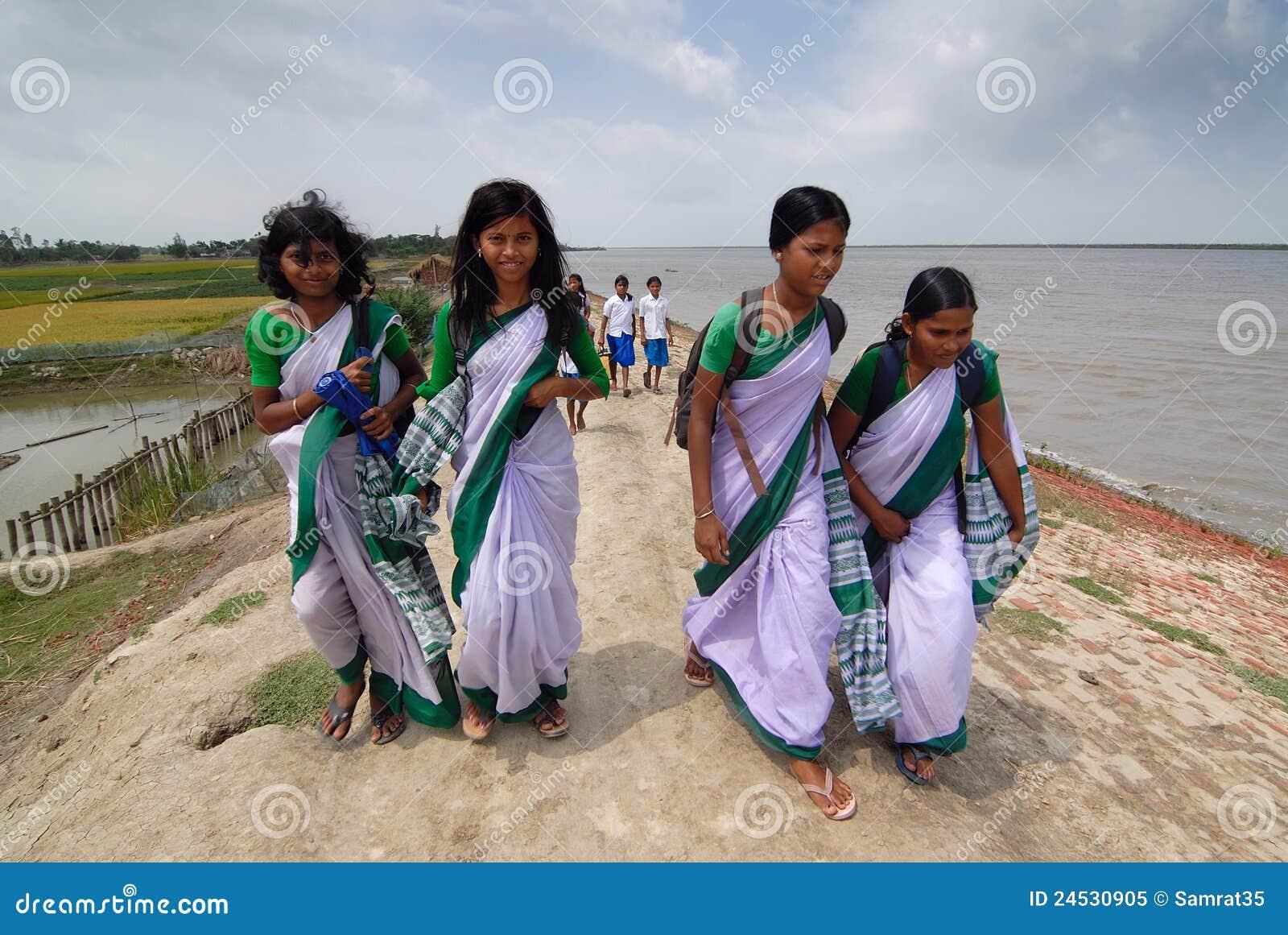 April 202012 Amlamethigosabasundarbanwest Bengalindiaasia A Group Of School Girl Walking On A River Embankment At Sundarban