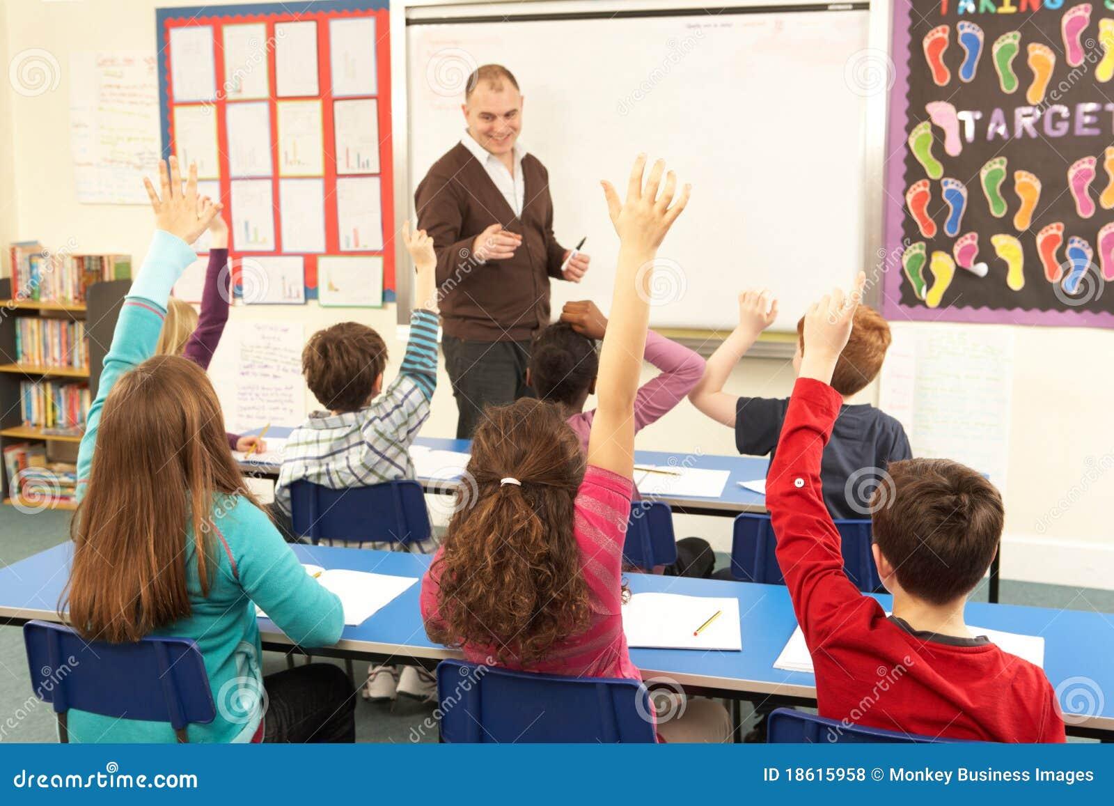 С учителем перед учениками 3 фотография