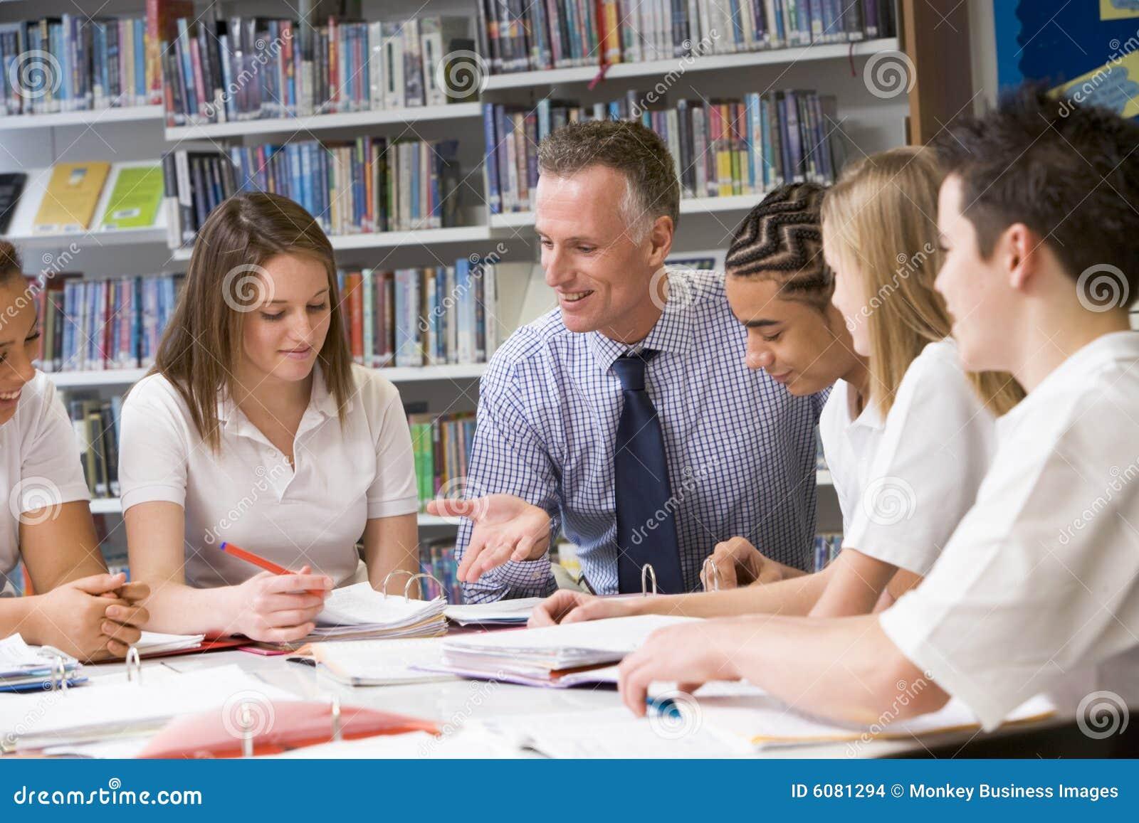 Учител с ученицами 22 фотография