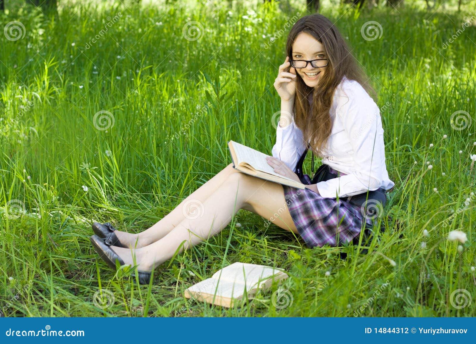 Stock Photography: Schoolgirl in park read book
