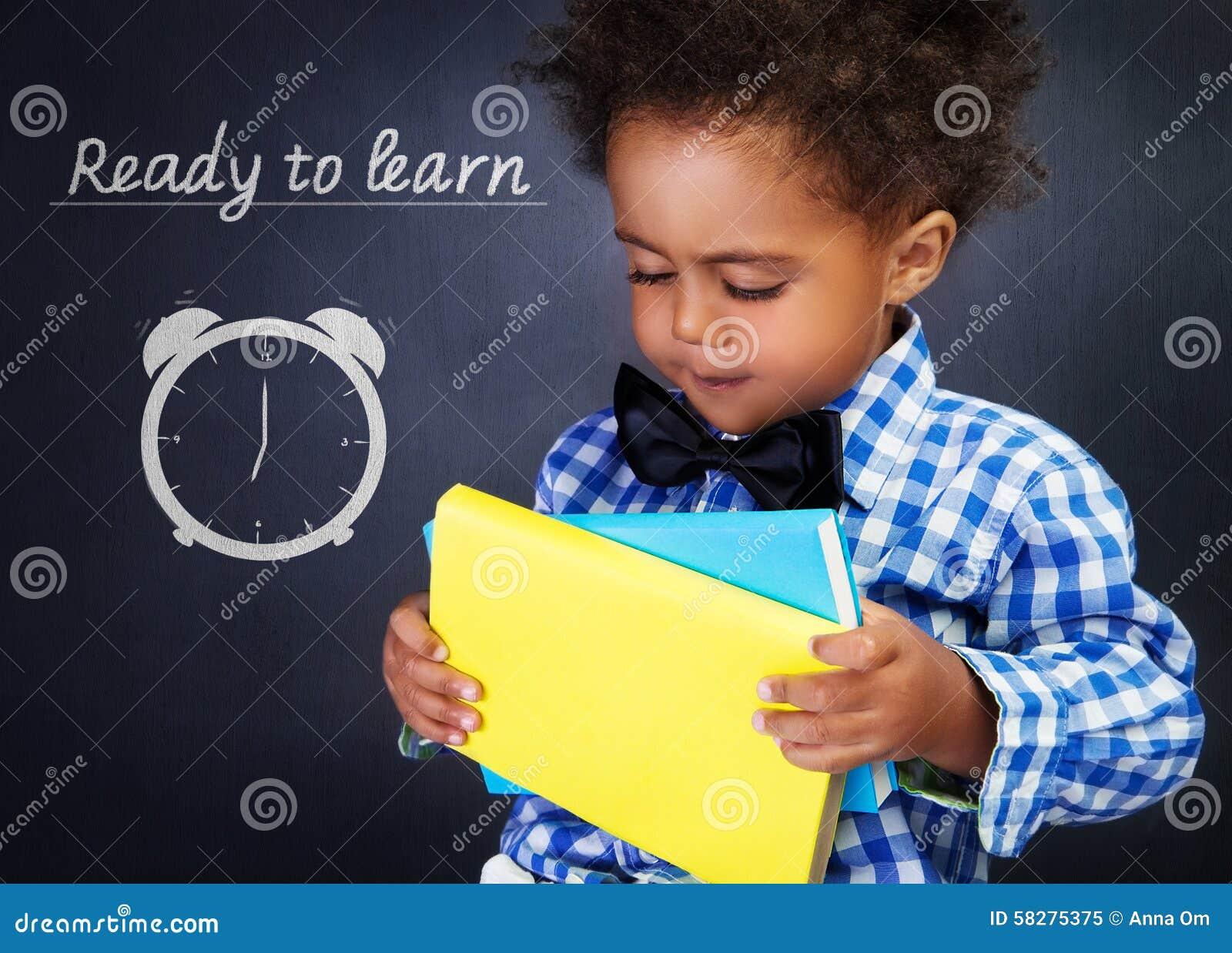 Schooljongen met boeken