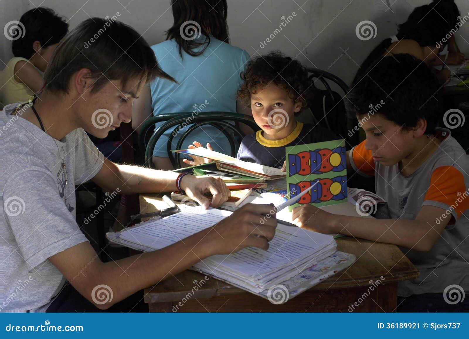 Schoolklasse met leraar en leerlingen, Argentinië
