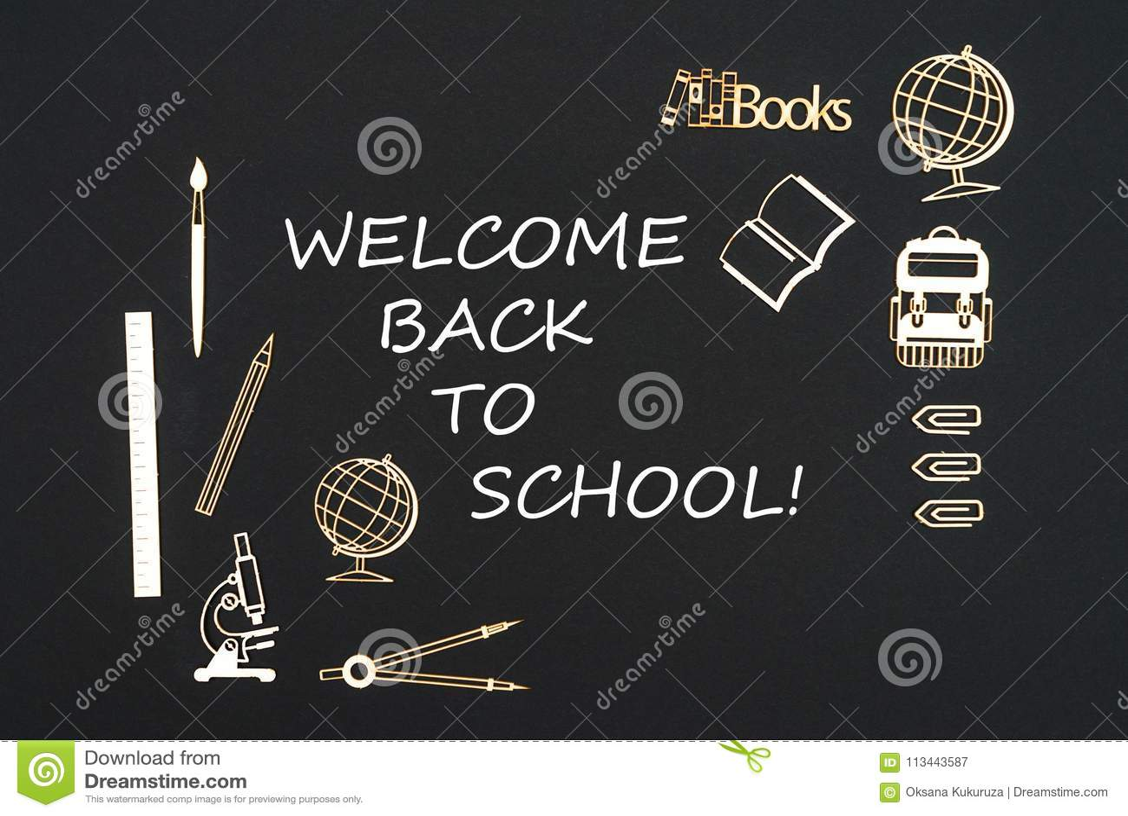 Schoollevering op zwarte achtergrond met tekstonthaal wordt geplaatst terug naar school die