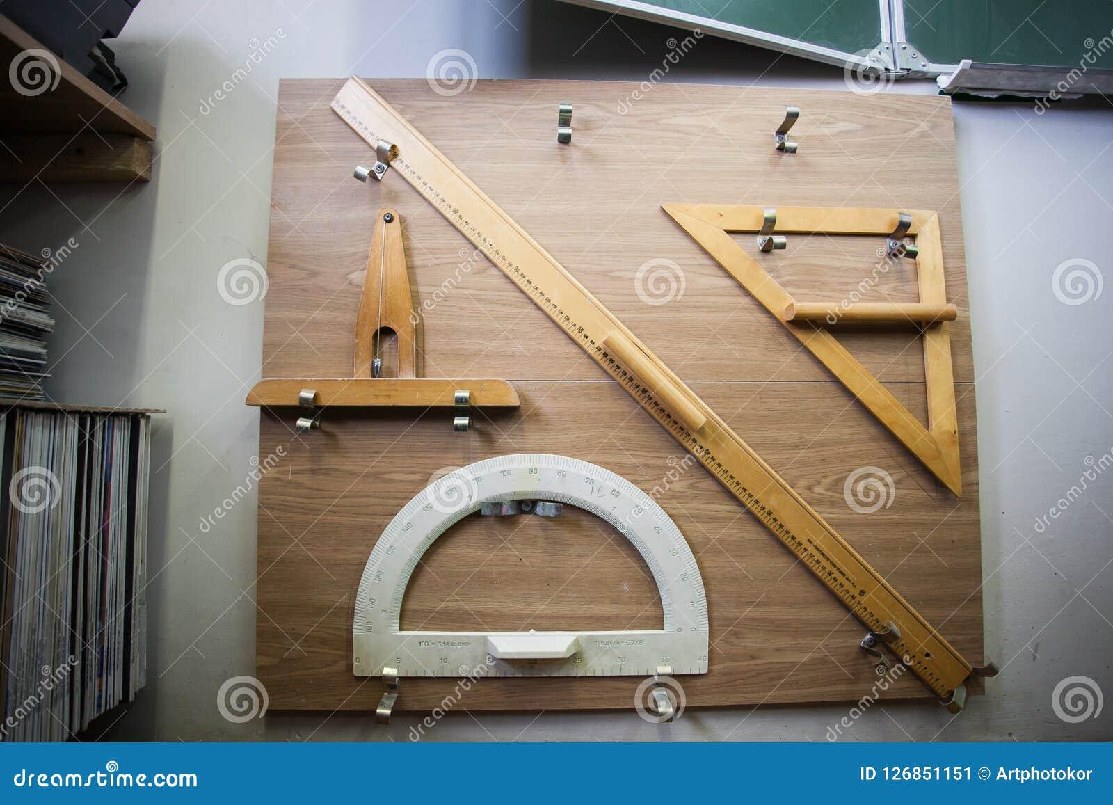Schoollevering voor wiskunde in bijlage aan vierkante raad