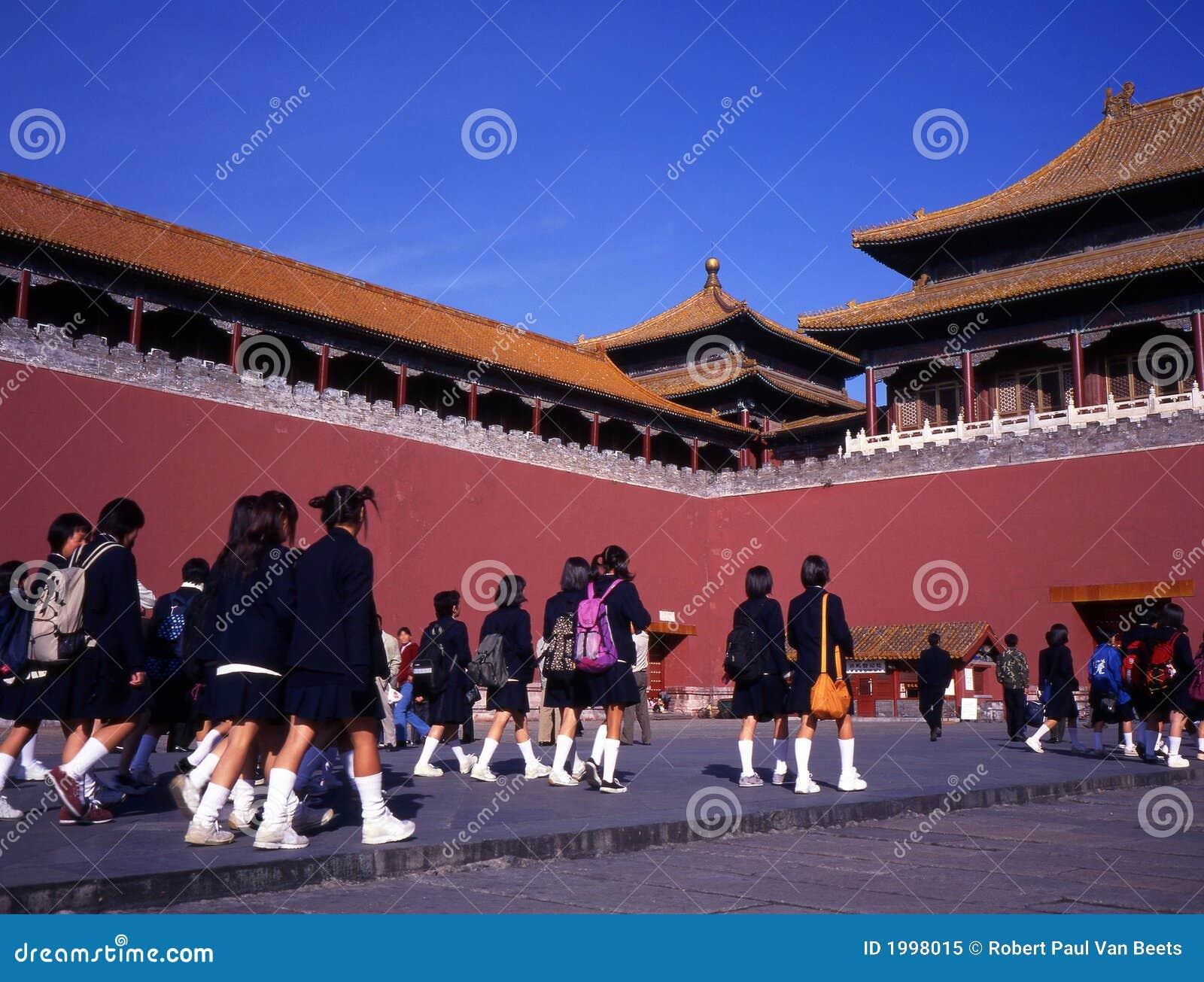 Schoolmeisjes bij verboden stad Peking