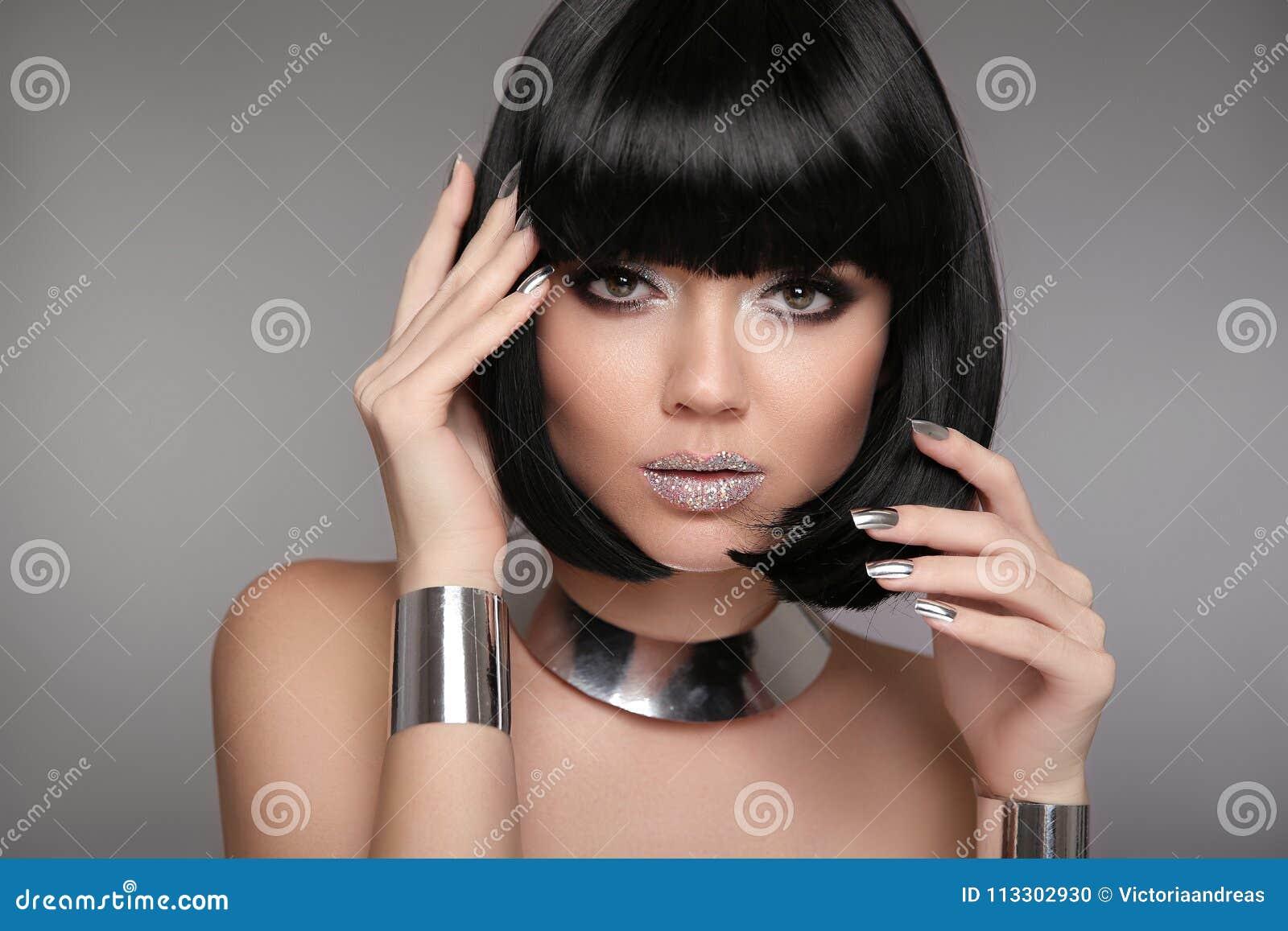 Schoonheidsmake-up, Zilveren Manicured-poetsmiddelspijkers Loodjeskapsel Fas