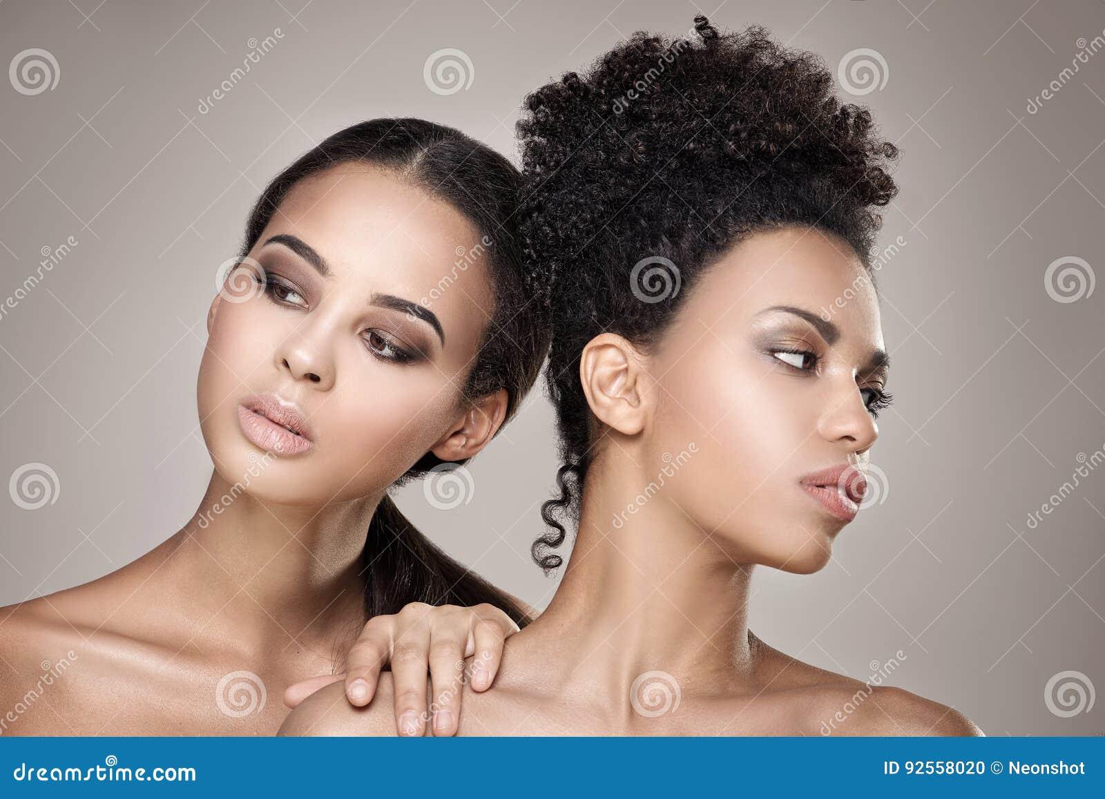Schoonheidsportret van twee Afrikaanse Amerikaanse meisjes