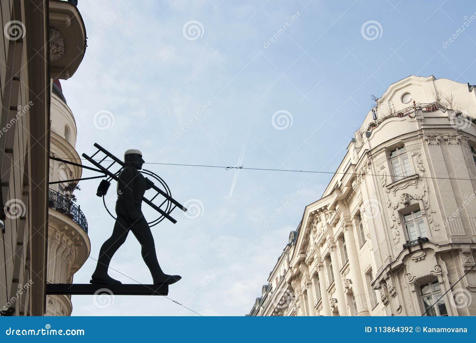 Schoorsteenvegerstandbeeld in het centrum van de stad van Wenen