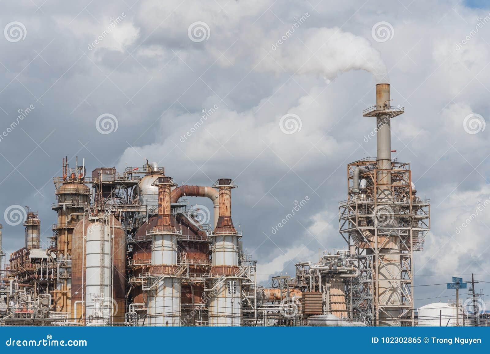 Schornstein an der Erdölraffinerie in Pasadena, Texas, USA