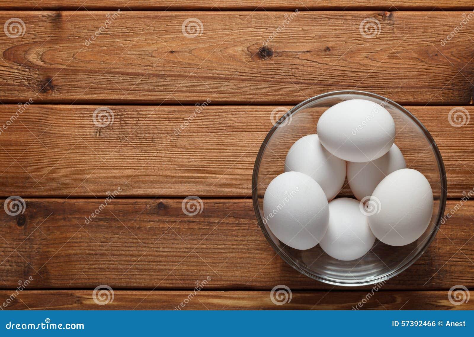 Schotelhoogtepunt van ruwe eieren