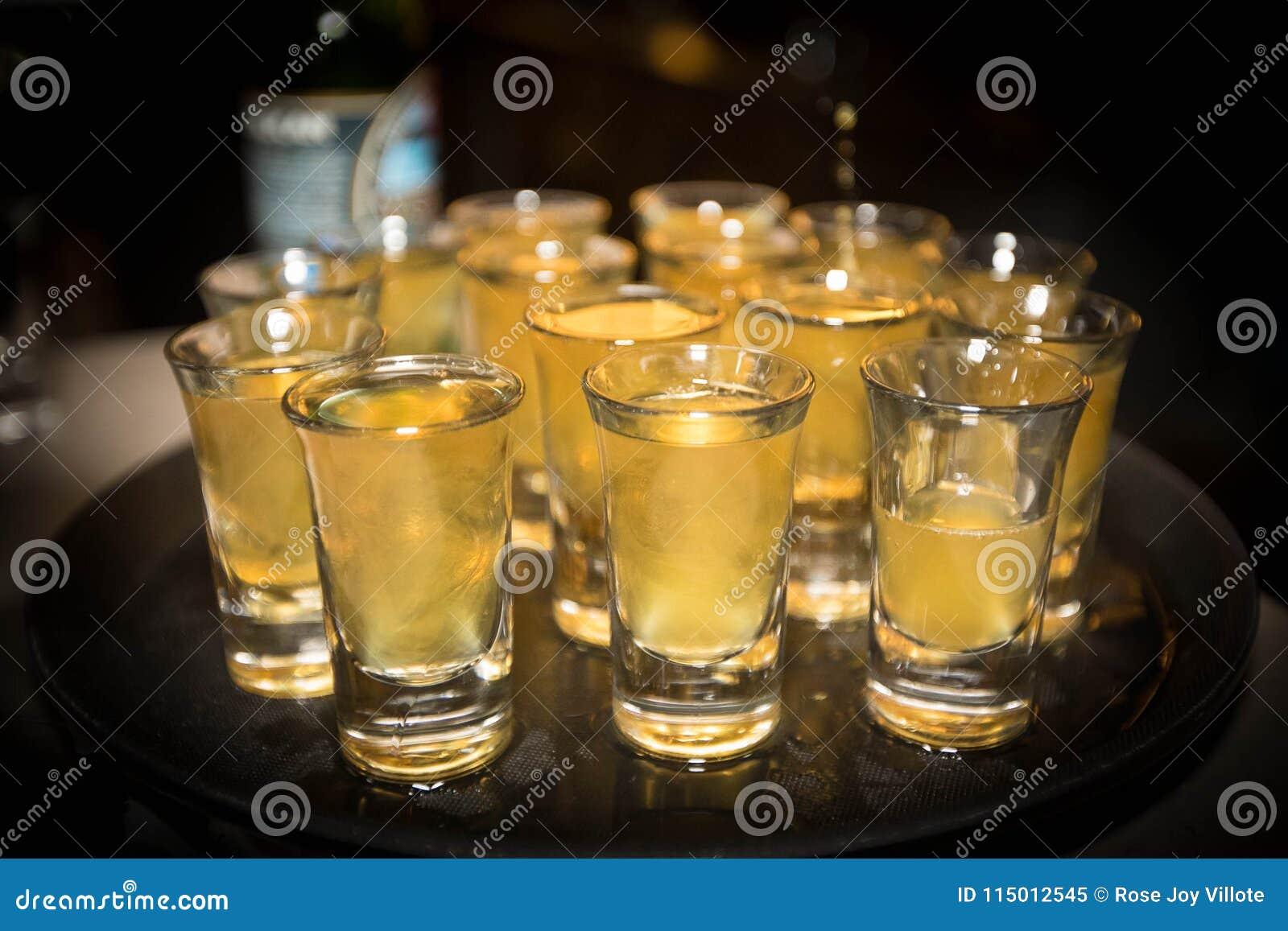 Schoten van alcohol
