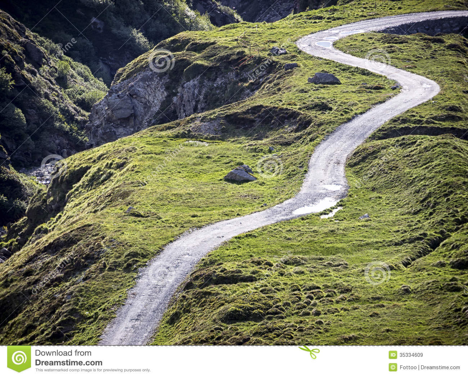 schotterweg stockbild. bild von überholt, berg, straße - 35334609