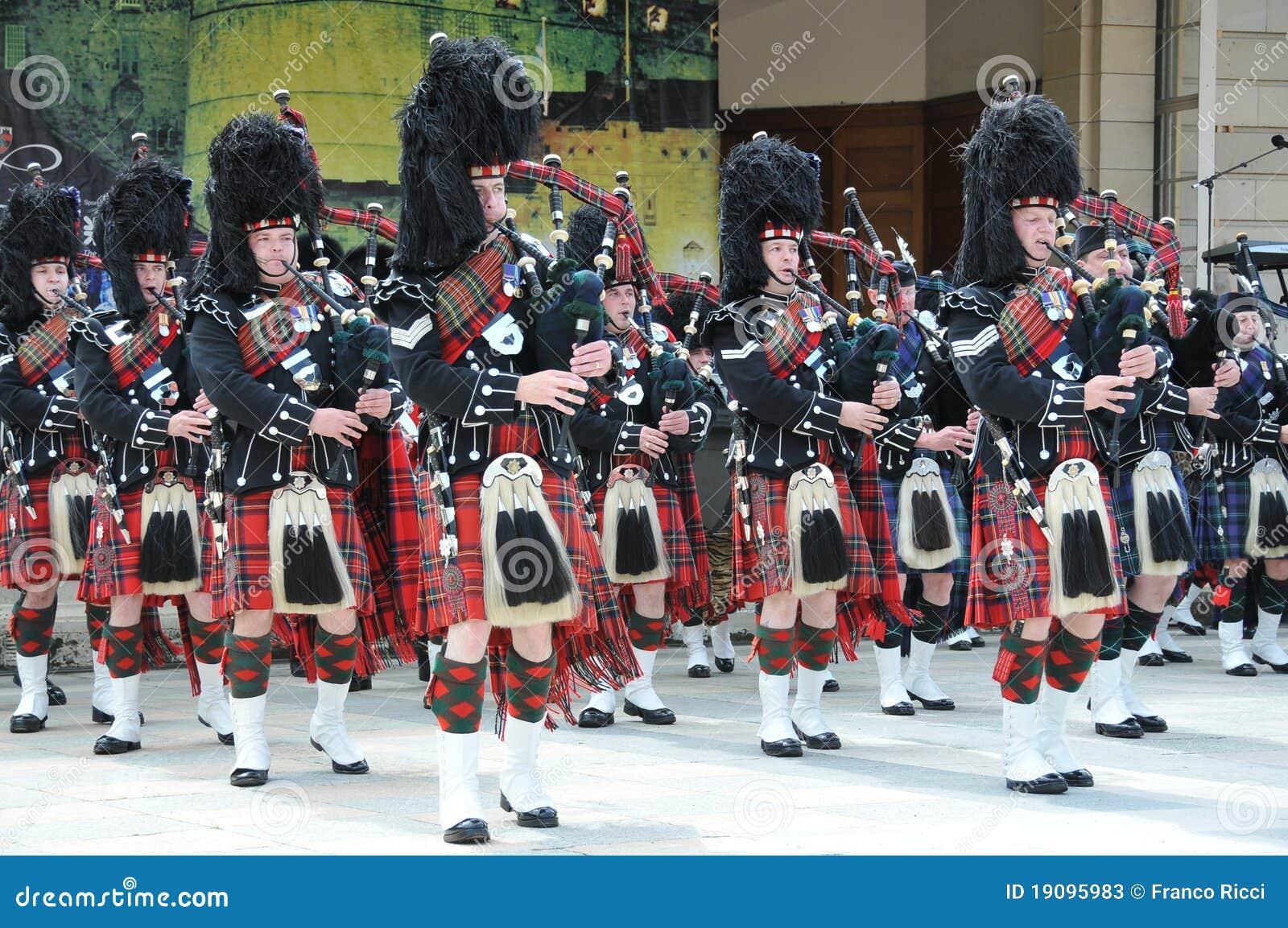 Schottische Rohre an der Edinburgh-Militär-Tätowierung