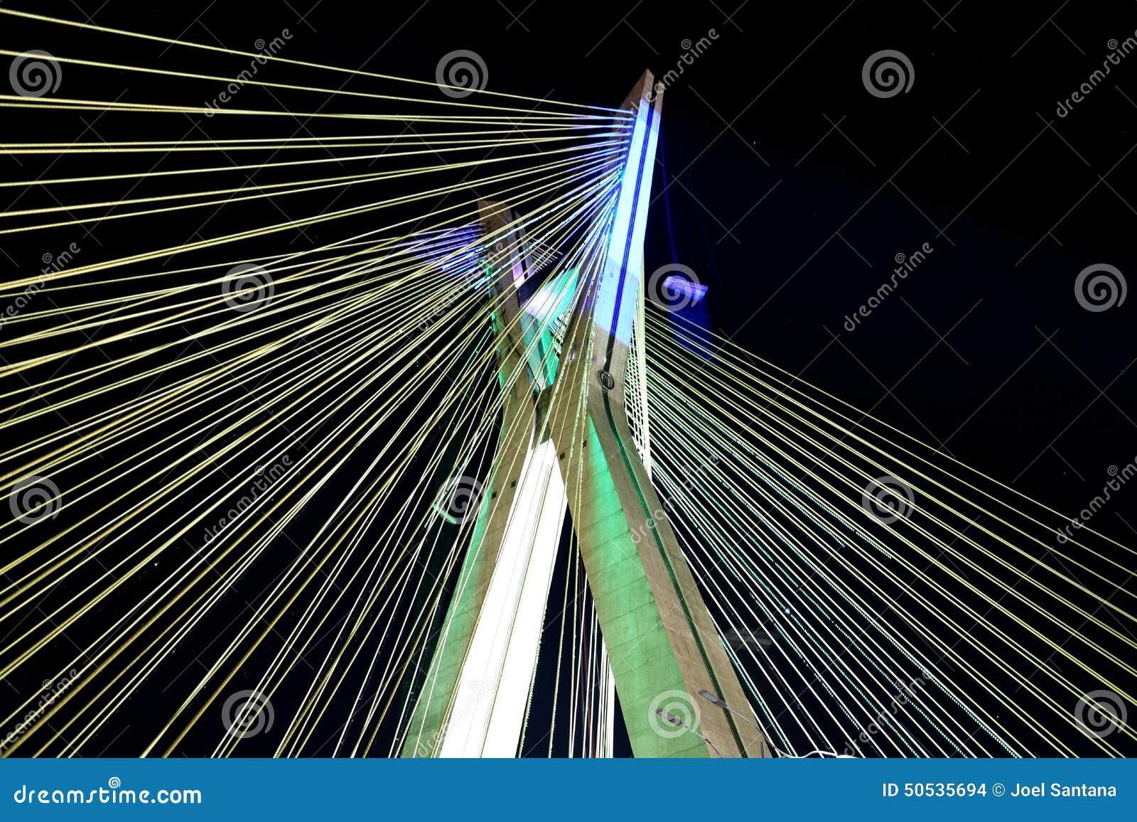 Schrägseilbrücke beleuchtet in Sao-Paulo Brasilien