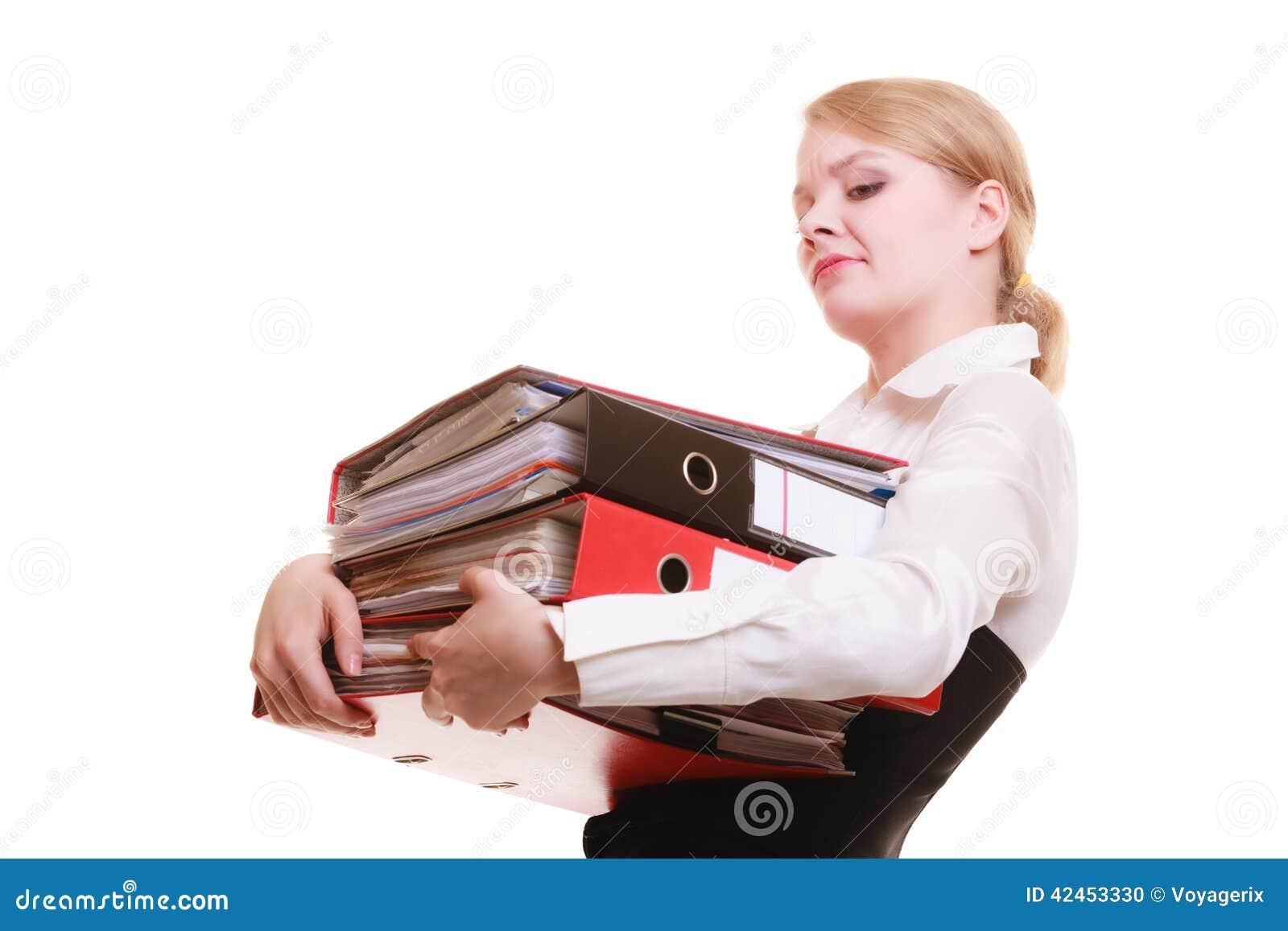 Schreibarbeit Tragender Stapel der Geschäftsfrau Dokumente