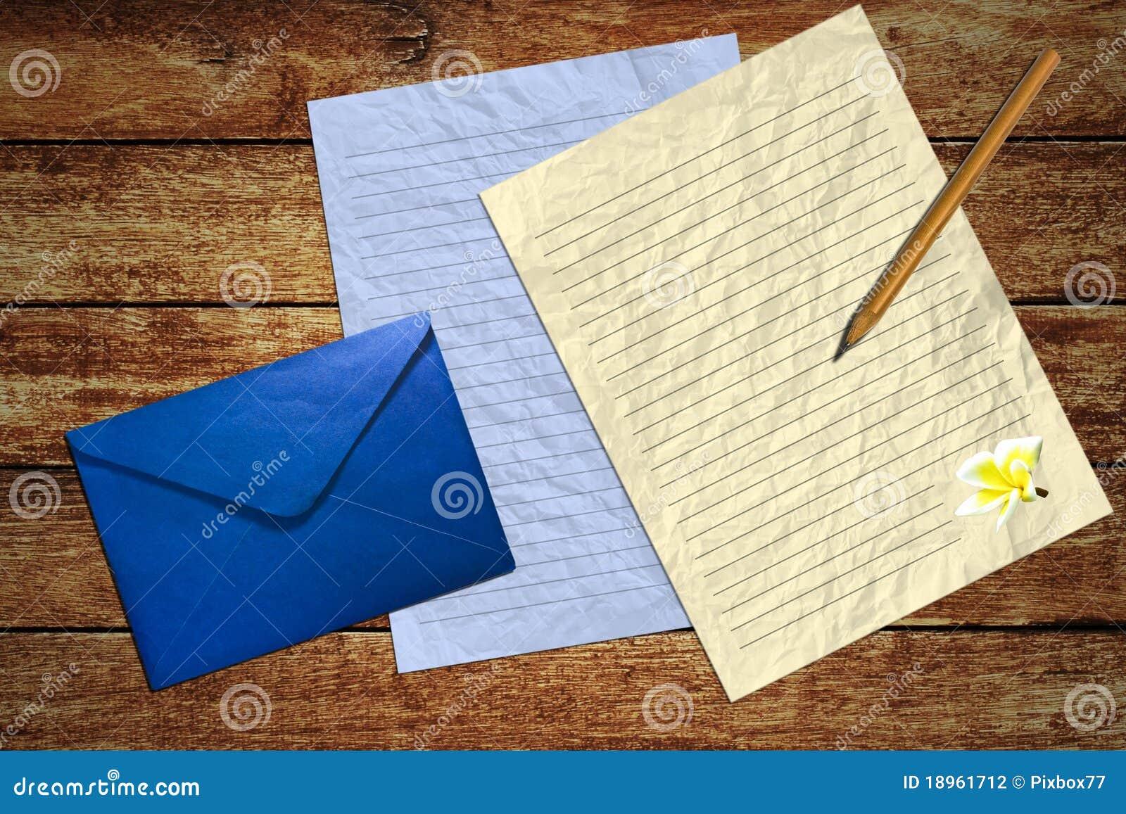 Schreiben Sie Den Brief Auf Hölzerner Tabelle Stockfoto Bild Von