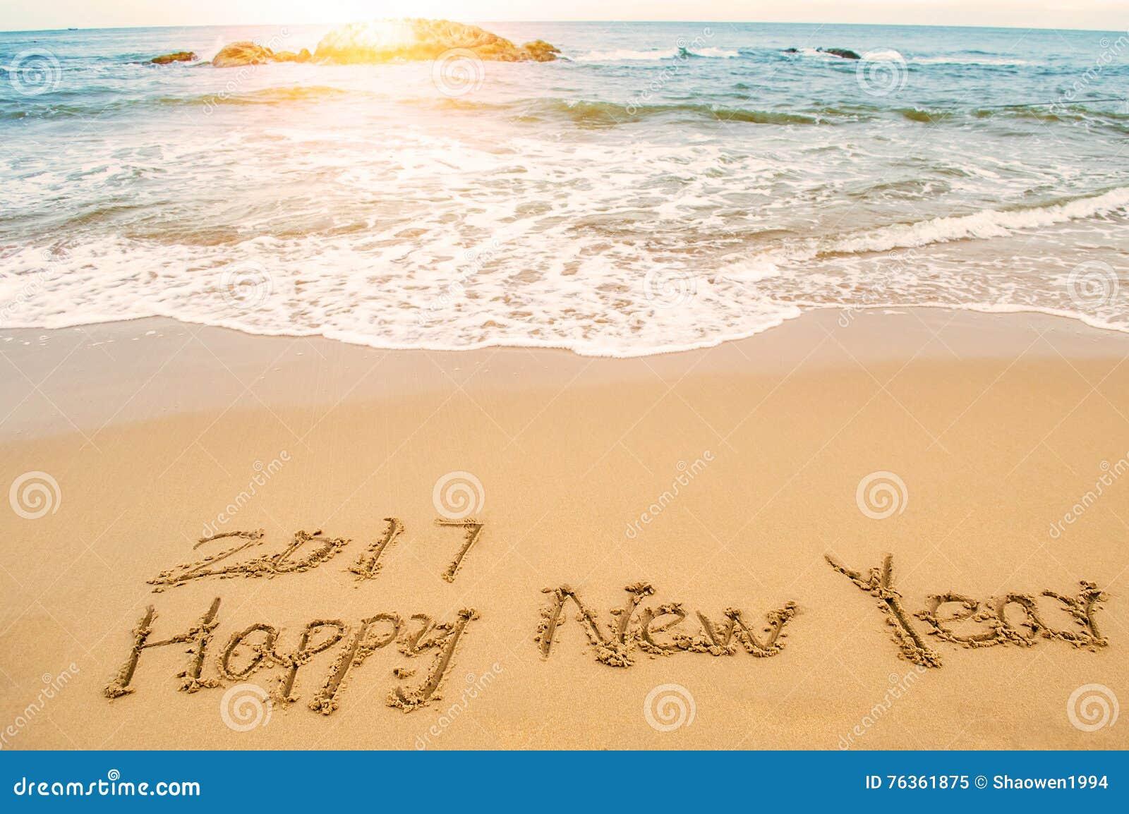 Schreiben Sie Guten Rutsch Ins Neue Jahr 2017 Auf Strand Stockbild ...