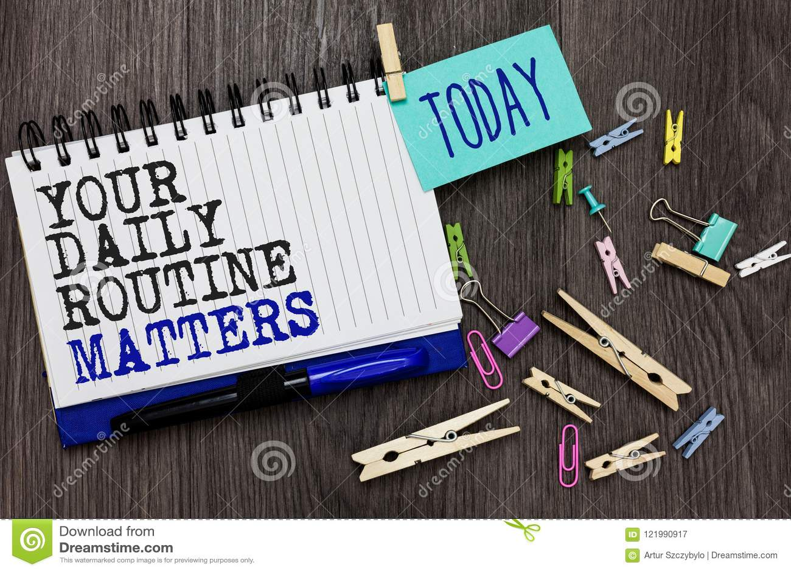 Schreibensanmerkung, die Ihre täglichen Routineangelegenheiten zeigt Die Geschäftsfotopräsentation haben die guten Gewohnheiten,