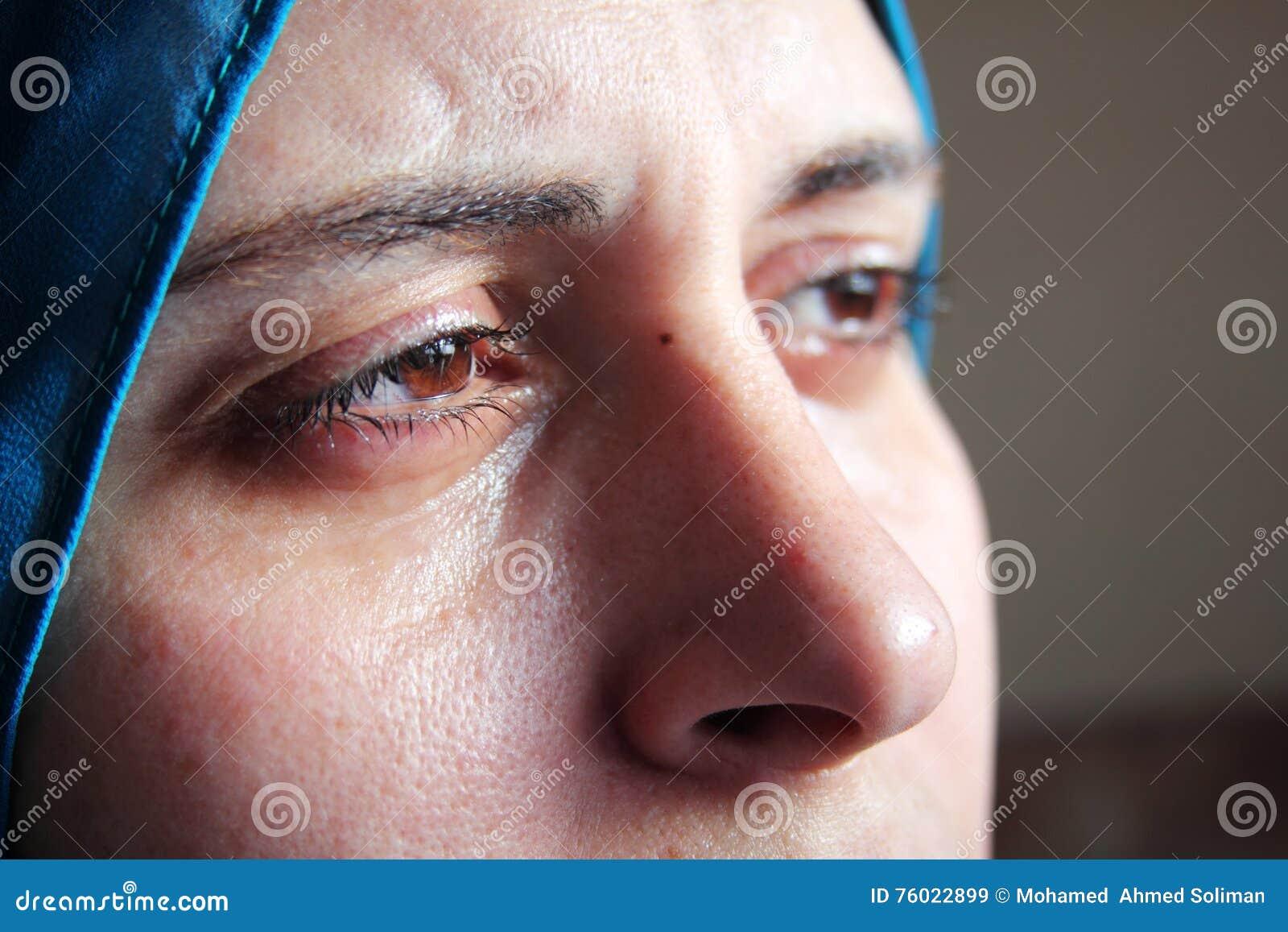 Schreiende arabische moslemische Frau