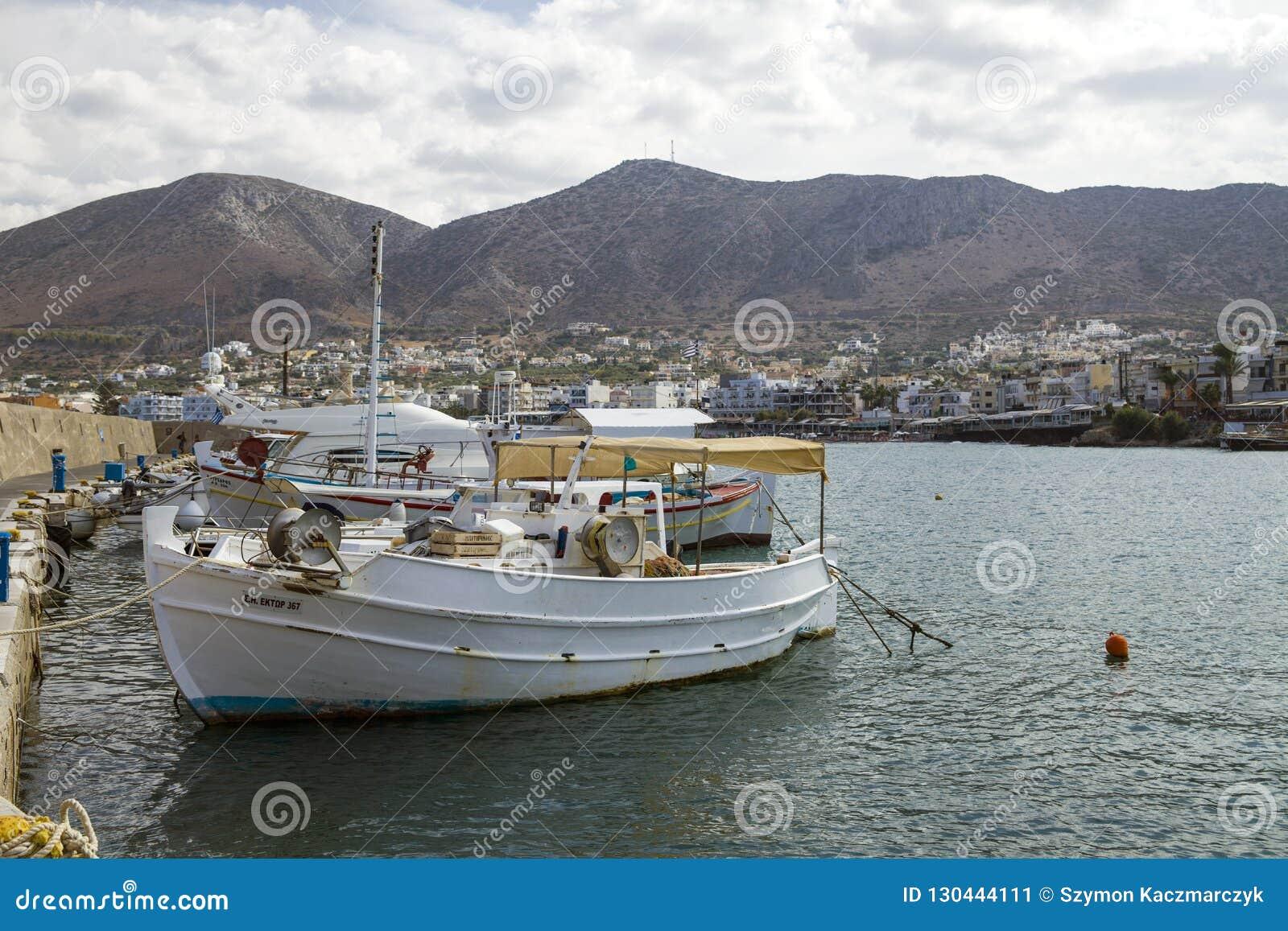 Schronienia nabrzeże w Hersonissos, Crete łodzie target1589_1_ port