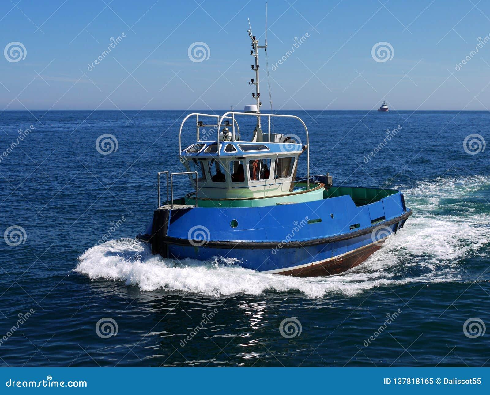 Schronienia Tugboat Trwający przy prędkością