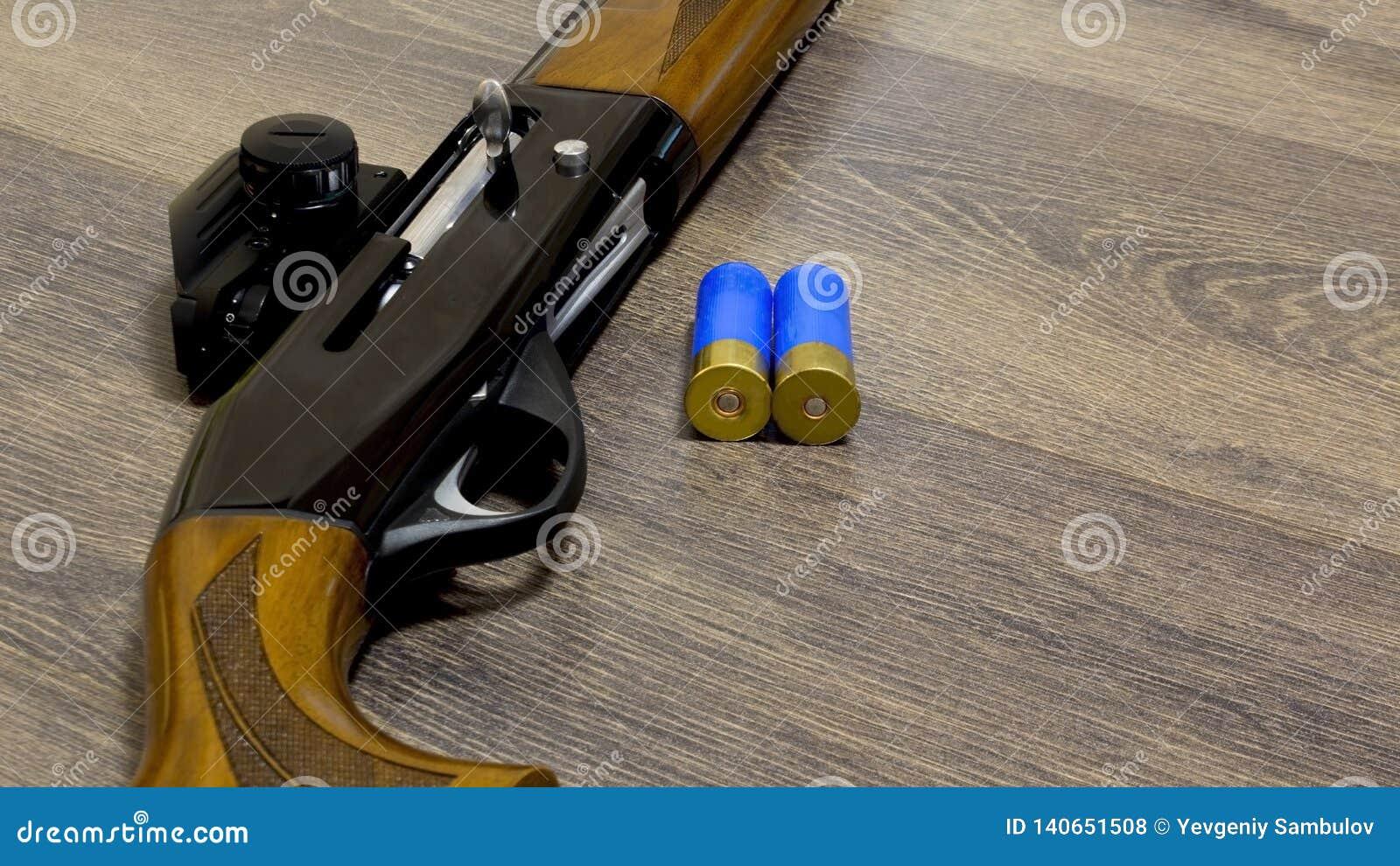 Schrotflinte mit 12 Messgeräten mit Kugeln