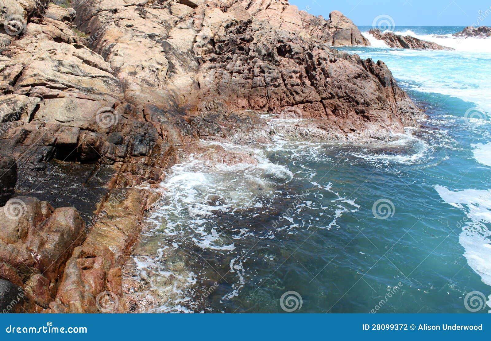 Schuimende wateren in de rotsen Van het West- kanaal Australië