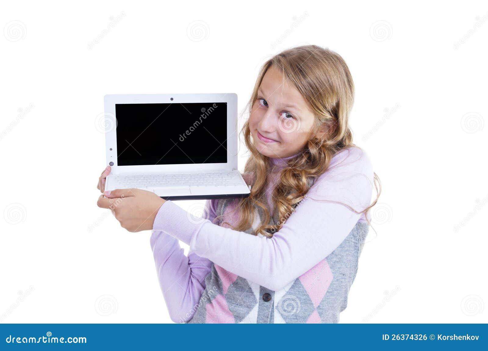 Schulmädchen mit ihrem netbook